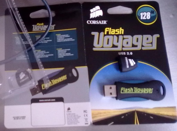 Blue-Corsair Flash Voyager128gb